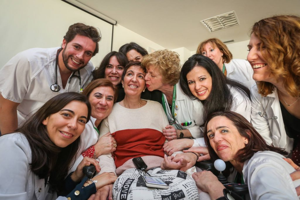 María José con miembros de la Unidad Multidisciplinar de ELA del HSC
